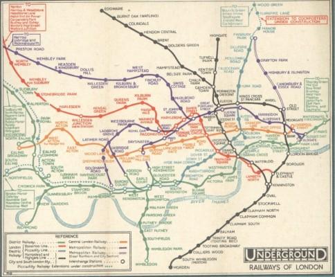 在倫敦還沒有改用Harry Beck新視角的地鐵圖之前,所有的地鐵站、軌道的位置,都盡量按照真實的位置描繪